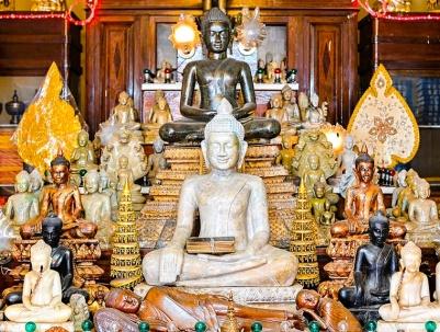 Things To Do In Southeast Asia, Wat Ounalom Phnom Penh - https://explorethe6.com/